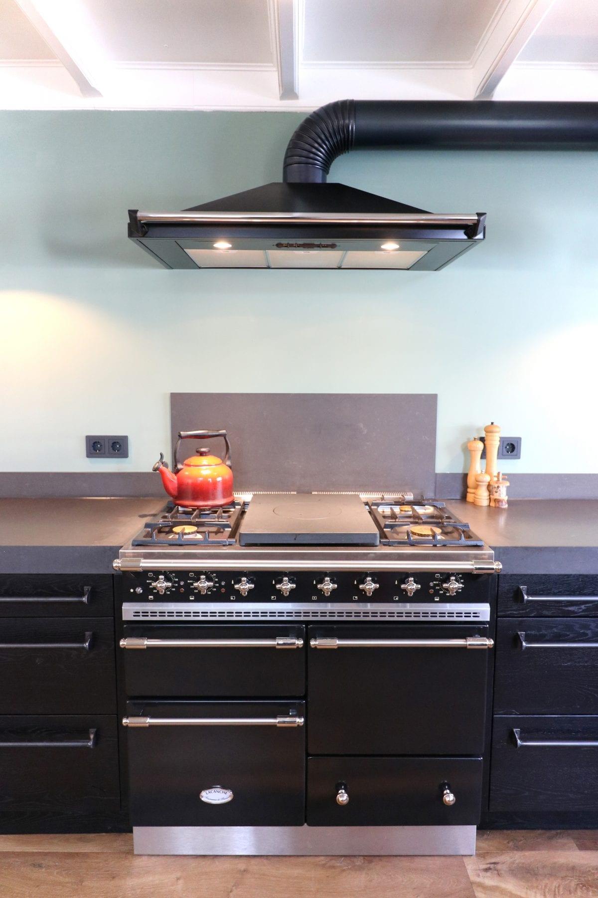 Lacanche fornuis zwarte keuken | Esgrado