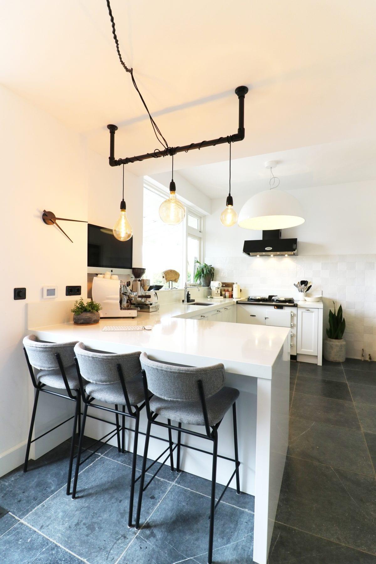 Klassieke maatwerk keuken met barretje